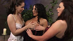 Horny lesbians in sexy lingerie fill each other's fuckholes