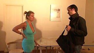 bourgeoise se fais enculer sur sonny canapé lors d'un entretien d'embauche