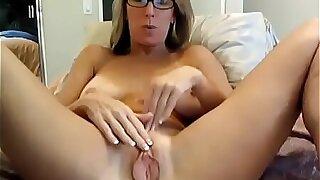 Step Mummy Stretching Pussy On Web cam
