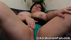 Plumper mother having solo sex with a faux-cock