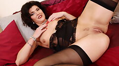 Mature milf Veronique fuck sticks her drenched pussy